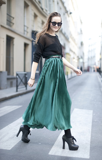 Mia Marionette - American Apparel Plisé Skirt, Cubus See Through Sweater - Green skirt in Paris // miamarionette
