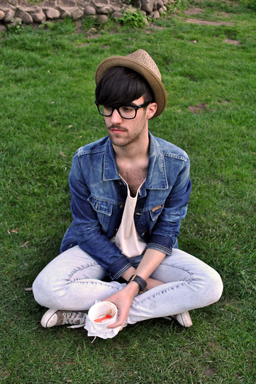Javier Sendin - Zara Hat, Pull & Bear Denim Jacket, H&M Jeans - Fresh grass.