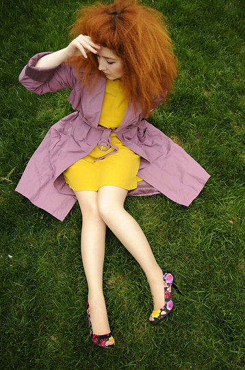 Ioa G - Stefanel Lilac Trench, Topshop Yellow Silk Dress, Il Passo Floral Print Shoes - Pastels in the Spring time