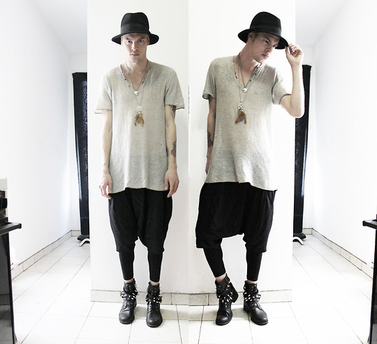 Fredric Johansson - Virginblak Studded Boots, H&M Fedora, Zara Mesh Tee, Asos Feather Neckless, H&M Tiger Neckless, H&M Harem Shorts, H&M Leggings - Fisherman