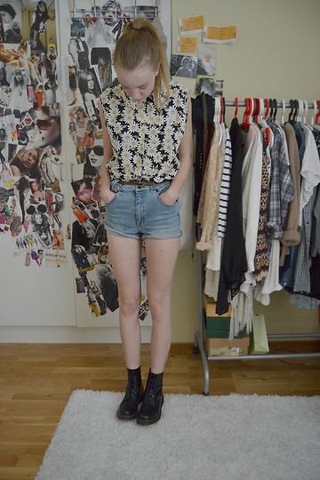 Alice T - Secondhand Blouse, Docs - Daisy