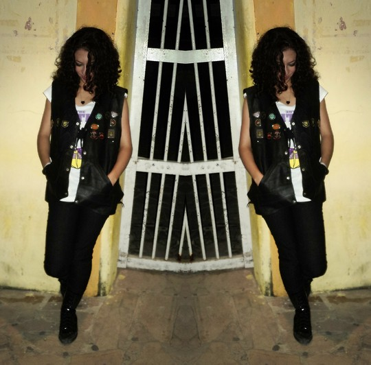 Mila Rodrigues - Converse Vinyl Black Boots, Leather Vest - ♫ sometimes I walk alone! ♪
