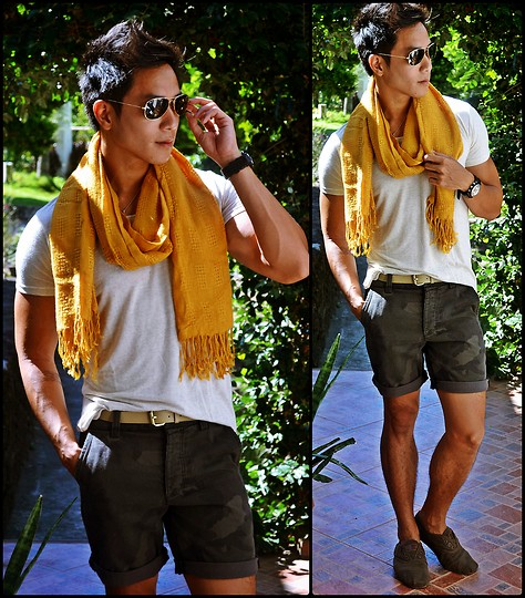 Kutik T - Ray Ban Aviator Sunglasses, Carbon Scarf, Oxygen Round Neck Shirt, Topman Camo Shorts, Toms Brown Waxed Twill Cordones - Peach mango pie
