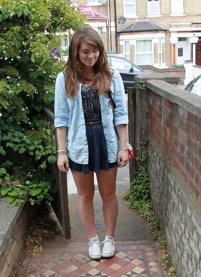 Natascha C - H&M Skirt, H&M Denim Shirt, Valley Girl Floral Shirt, Converse Conversies, Suprè Skinny Belt, Beachshop In Poland Tortoiseshell Wayferers - London streets