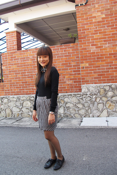 Ashley Liew - Polka Dot Collar, H&M Sweater, Mango Drape Skirt, Vincci Black Leather Flats - Do I turn grey now?