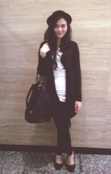 Lady lisa A - Salad Black Bag, M)Phosis Black Cardigan, Cotton Ink Red Stripe Shirt, Cotton On