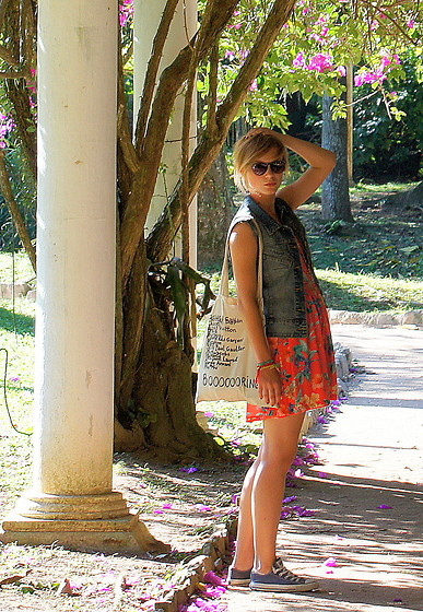 Marta K - Diy Vest, Pull & Bear Dress, Converse, Diy Bag - SHE'S BROKEN