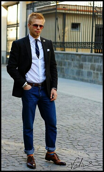 Alex Dragan - Stefanel Blazer, Hugo Boss Brown Belt, Mario Fellini Brown Brogue Shoes, Colored Striped Socks - Fashion is art.