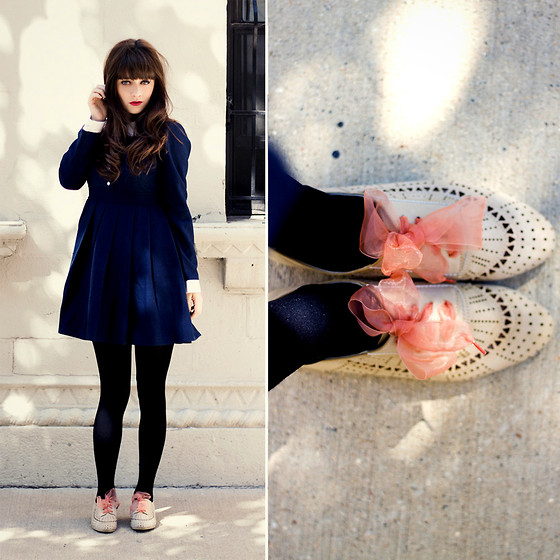 Rachel-Marie Iwanyszyn - Wool Dress, Tights, Le Bunny Bleu Oxford Flats, Http://Www.Jaglever.Com, American Apparel Ribbon Laces - La vie d'artiste