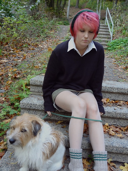 Intiaani Tyttö - Uff Blouse, Flea Market Pullover, Lazy Dog - Sleepy school girl