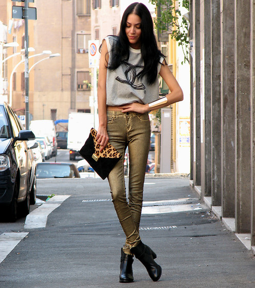 Konstantina Tzagaraki - Zara Golden Pants, Romwe Sleevless Blouse, Asos Golden Cuff - I am getting G(old)!