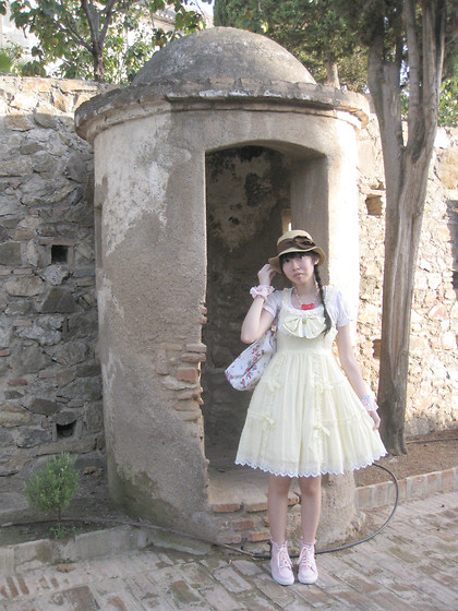 Zairai Chen - Made By Friend Red Ribbon Necklace, 0918 Pink Rose T Shirts, Let`Rose White Rose Bag, Baby The Star Shine Bright Dessert Ribbon Jsk, Made By Friend Pink Lace Cuffs, Angelic Pretty Double Ribbon Sneaker - Alcazaba de Malaga