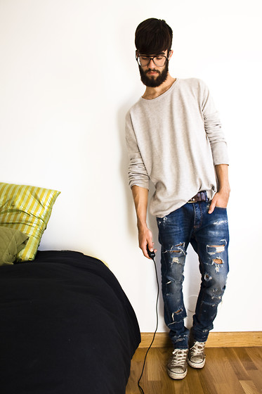 Javier Sendin - Mango Sweater, Ripped Jeans, Converse Trainers - Ripped.