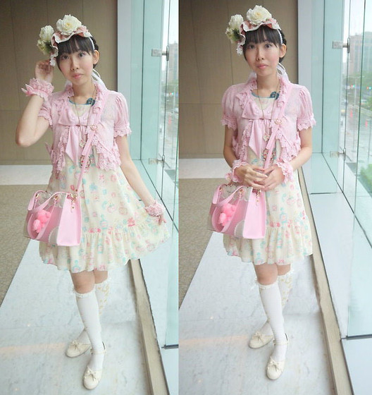 Zairai Chen - Angelic Pretty Classical Crown Over Knee Socks, Catherine Cottage White Ribbon Shoes, Millefleurs Rose Headdress, Made By Friend Pink Lace Cuffs, Angelic Pretty Sweet Cream Bags, Angelic Pretty Pink Ribbon Cardigans, Claire's Flower Necklace, Emily Temple Cute Perfume Op - Cream Puff Day