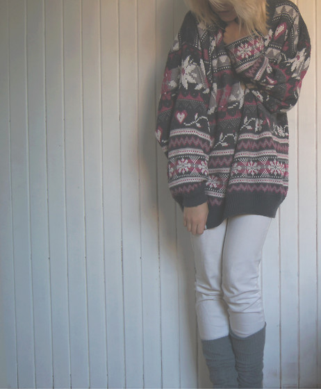Violette Margaret - Secondhand Jumper, Stradivarius Pants - Ready for cold days