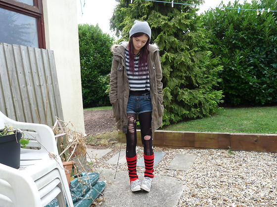 Supervixen Sara - Over Sized Stripy Top, Grey Beanie Hat, Parka Coat, Stripy Leg Warmers, Ripped Tights, Customized Vintage Shorts, Adidas Addidas Trainers - You'll be leavin with a fat lip