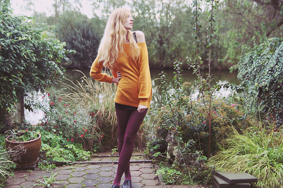 Zuzi * - Mustard Sweater, Black Skirt, Aubergine Tights - Aubergine mustard