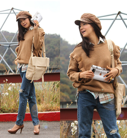 Becky Baek - Brown Newsboy Cap, Brown Frill Knit, Ivory Shoulder Bag, Denim Pants, Brown Heels - FRILL KNIT