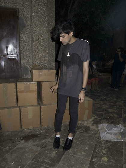 Nikhil D - Zara Jeans, Breathing Space Ginkgo Leaf, Diy Fringed Tee - Better not to quench your thirst.