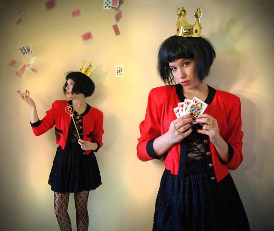 Sophia Mayrhofer Party City Altered Crown Black Wig