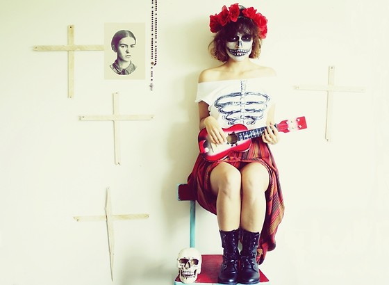 Victoria + - Topshop Top Shop Boots, Vintage Skirt, Diy Top, Diy Head Band - Frida Kahlo y el Dia de muertos