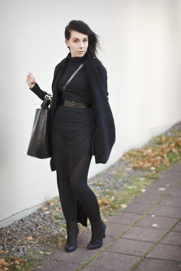 Maria Morri - Filippa K Polo, All Saints Cardigan, Ann Demeulemeester Belt, Vagabond Boots, Zara Bag, Vila Skirt - Follow my lead
