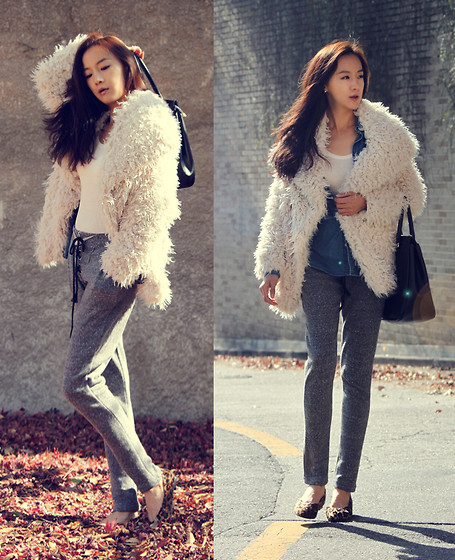 Becky Baek - Ivory Wool Collar Jacket, White T Shirt, Gray Semi Baggy Pants, Black Tote Bag, Denim Shirt, Leopard Flat Shoes - Comfortable