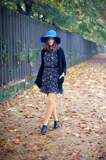 Erika Boldrin - Zara Long Sweater, Asos Star Dress, Calzedonia Mustard Socks, Vintage Hat, Marni Clogs Boots - Stardust dress