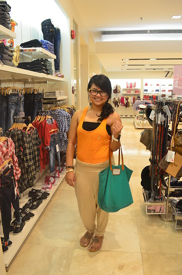 Michi Eleni Camaña - Zara Orange Tank Top, Forever 21 Pants, Mango Shoulder Bag - Orange Day