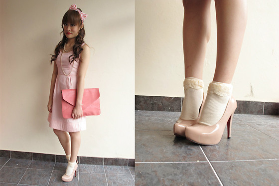 Ashley Liew - Pink And White Stripes Hairband, Pearl Necklace, Pink Heart Back Dress, Pink Envelope Clutch, Beige Lace Top Socks, Pink Platform Heels - Dress up doll