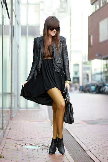 Andy T. - Gold Tights, Style Stalker Dress, Céline Sunnies - GOLD COATED LEGS