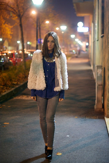 Erika Boldrin - Mina Art Fur, Rifle Vintage Jeans Shirt, Vintate Vintage Big Necklace, Zara Skinny Jeans, Chanel 2.55 - White fur