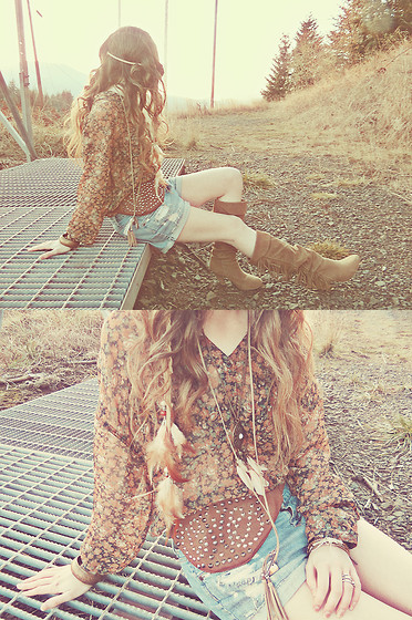 Ashlei Louise . - Fanny Pack, Free People Flower Blouse, Madelady.Se Hair Feather Band, Forever 21 Shorts - Watching the sun go down, without you