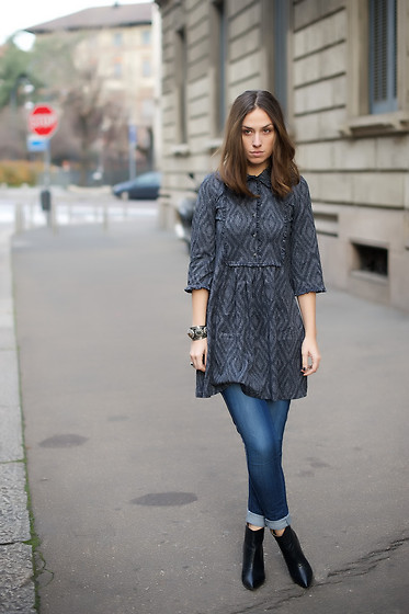 Erika Boldrin - Minaart Long Dress, H&M Skinny Jeans, H&M Boots, Vintage Bracelet - Dress and pants togethers.