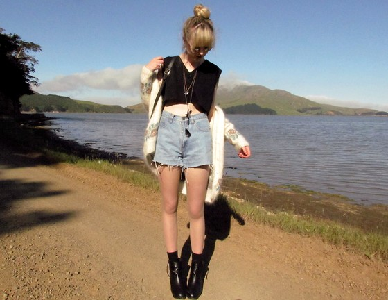 Amy Dunn - Blush Boutique Black Crop Top, Vintage Cutoffs, Topshop Wedges, Thirfted Shaggy Cardigan - Bird catcher