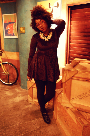 Bianca X - Vintage Velvet Mini, Urban Outfitters Renewal, Vintage Bone Necklace - †† WILD THING ††