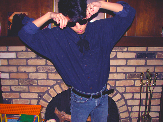 Steven Reeder - Lace Bow, 80's Button Up, Ray Ban Sunglasses - With a taste of a poison paradise