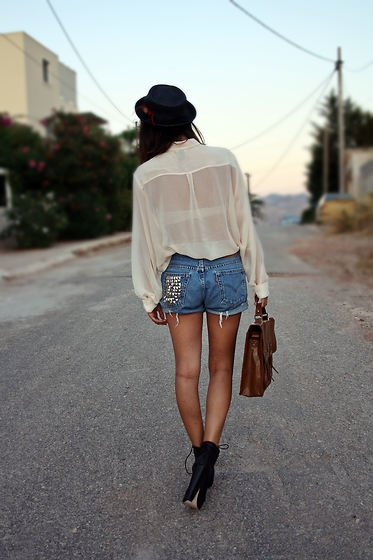Eleftheria L - Levi's® Shorts - Eleventh.