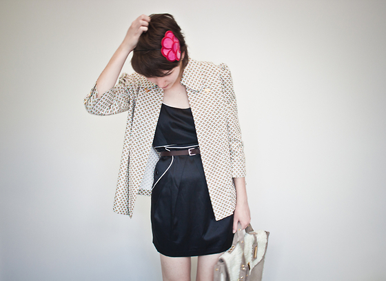 Barbara Zanella - Emme Geometric Blazer, Ross Black Dress, Dylan Bag, Patricia Janning Petals Headband - Back to the beginning
