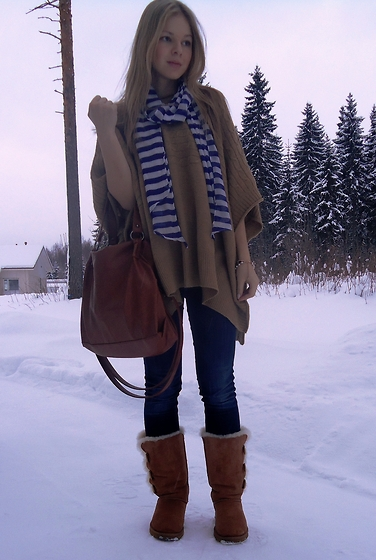 Tiina O - Gina Tricot Cape, H&M Scarf, Pieces Bag, Ugg Boots - Wintry