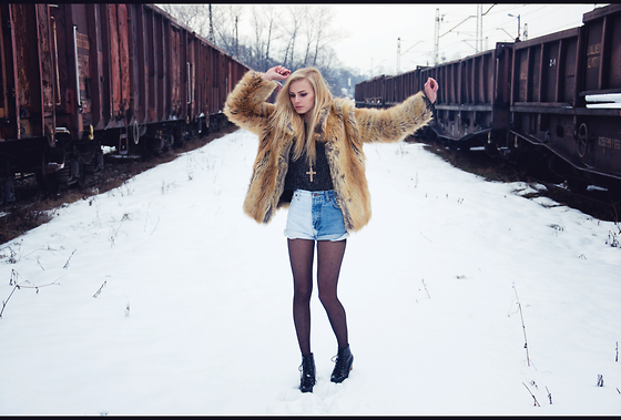 Cathy Gładysz - H&M Fur, Shorts Diy, H&M Tights, Jeffrey Campbell Boots - Heels in snow...
