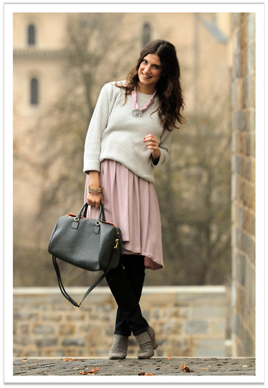 Belén @balamoda - Zara Sweater, American Apparel Dress, Zara Boots, Fun&Basics Bag - Pastels