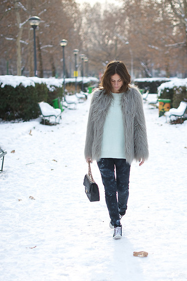 Erika Boldrin - Zara Fur, Zara Jeans, Prada Sneakers, Chanel 2.55, H&M Mint Sweater - Frozen days