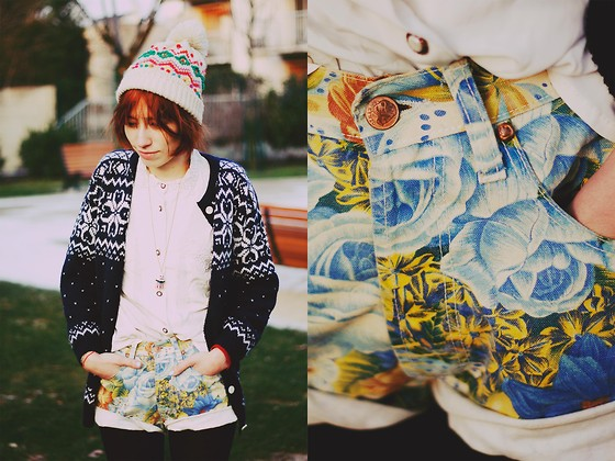 Typhaine - Kenzo Shorts, Vintage Shirt And Jacket, Bunny Necklace, Asos Hat - Winter flowers.