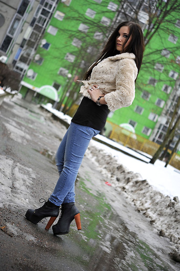 Ida Eriksson - Jeffrey Campbell Lita Shoes, Levi's® Jeans, H&M Faux Fur - Favorite shoes