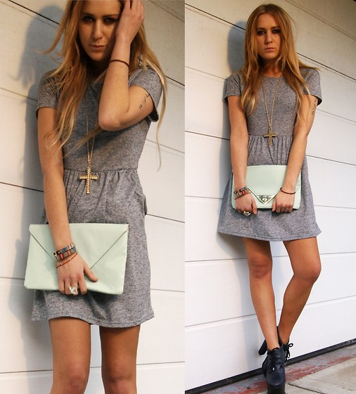 Nicola Kirkbride - Topshop T Shirt Dress, Asos Clutch, Topshop Shoes, Topshop Necklace - T-shirt Dress