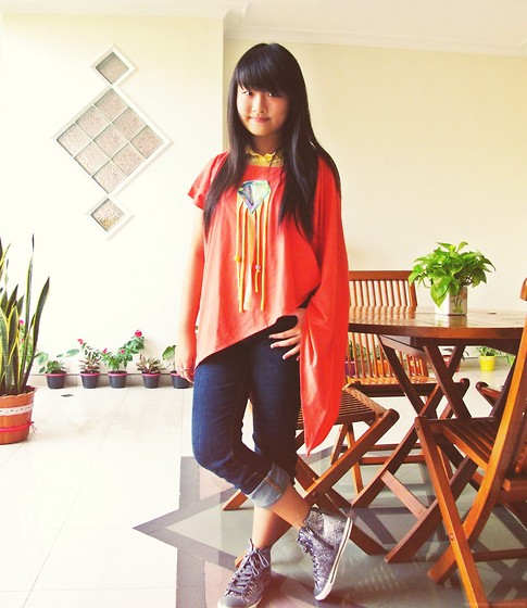 Veren Lee - Only I Sula Top, Bershka Sleeveless Shirt Worn Underneath, Gap Jeans, Zara Glitter Sneakers - Mad for glitter