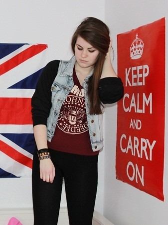 Natascha C - Primark Leggings, Cotton On Selfmade Jacket, H&M Ramones Shirt, Camden Catholic Bracelets - KEEP CALM.