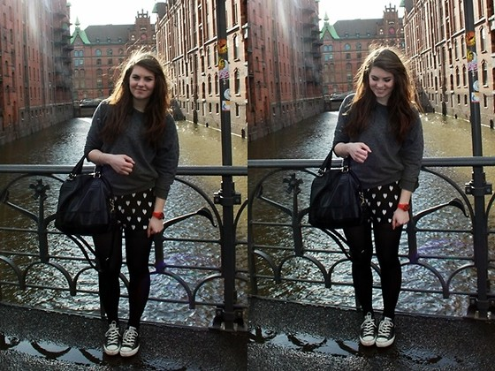 Natascha C - Cotton On Jumper, H&M Heart Jumpsuit, H&M Black Bag, Converse Black, Madison Red Watch - Speicherstadt