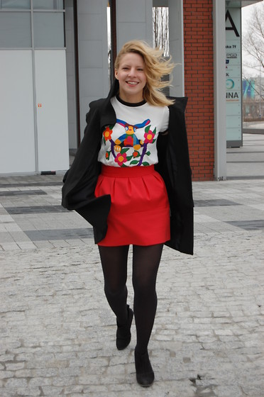 Domi La Petite - Marni At H&M T Shirt, Zara Red Mini Skirt, Mango Velour Boots, Zara Funnel Coat - Smiling because of the monster on my Marni t-shirt